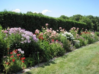 Gorgeous Landscaping Design Ideas For Beginners 36