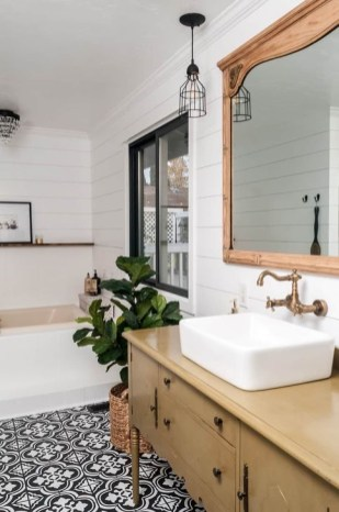 Lovely Farmhouse Bathroom Makeover Ideas To Try Right Now 40