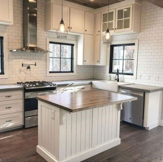 Unordinary Farmhouse Kitchen Ideas For Your House Design 24