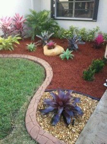 Unusual Front Yard Landscaping Design Ideas That Looks Great 33