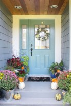 Extraordinary Fall Porch Ideas That Will Be Surely Comfortable 25