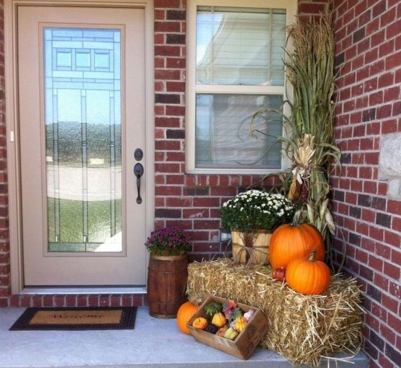 Extraordinary Fall Porch Ideas That Will Be Surely Comfortable 35
