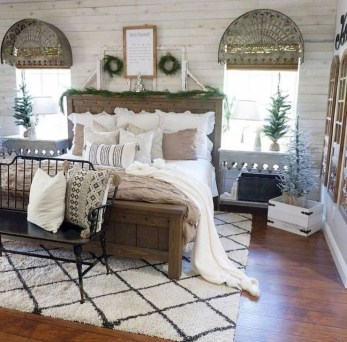 Trendy Farmhouse Master Bedroom Design Ideas 17