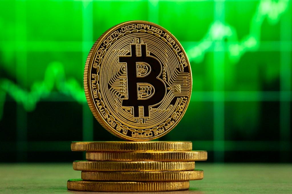 Novos endereços de Bitcoin atingiram a maior alta em dois anos