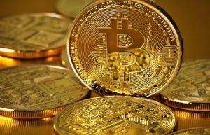 Bitcoin atinge novo pico acima de US$ 18.000