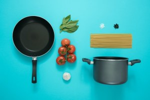 stackable-pans-with-removable-handle
