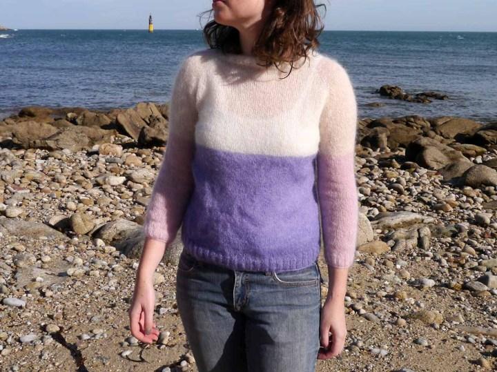 pull tricoté avec 3 couleurs
