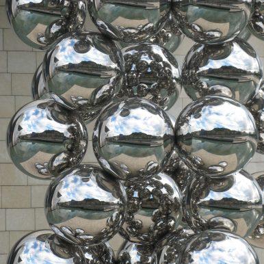 shiny bubbles srteet art