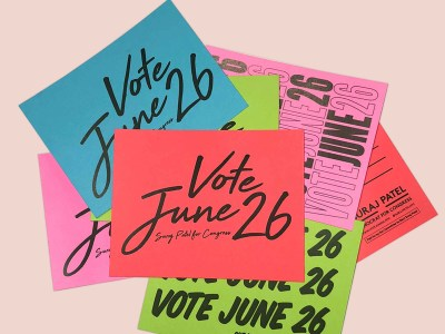 A pile of post-it notes saying 'vote june 26'