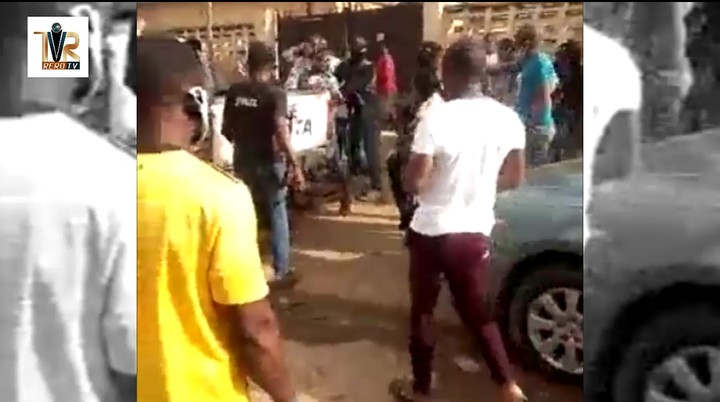 Policemen Without Face Masks Try To Arrest Man For Not Wearing Face Mask In FCT (Video) 4