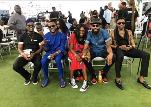 #BBNaija: Mike and wife, Perri thrill fans with long passionate kiss at prize giving day (photos) 5