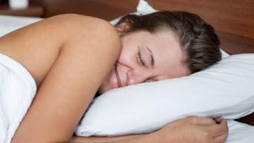 Why you should sleep naked at night