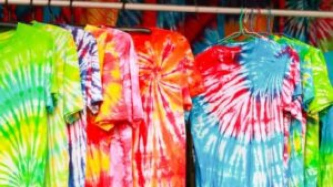 How to Tie And Dye Shirts - Step by Step Guide