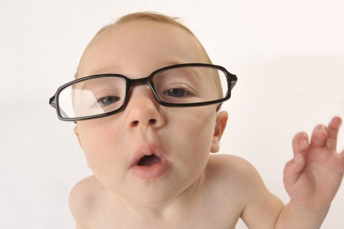 المراحل الطبيعية لتطور النظر والرؤية لدى الأطفال