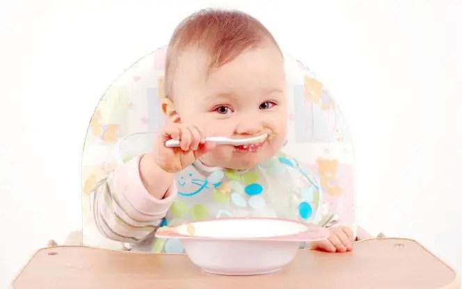 ما هو الوقت المناسب لإعطاء الأطفال الرضع ماء الأرز؟