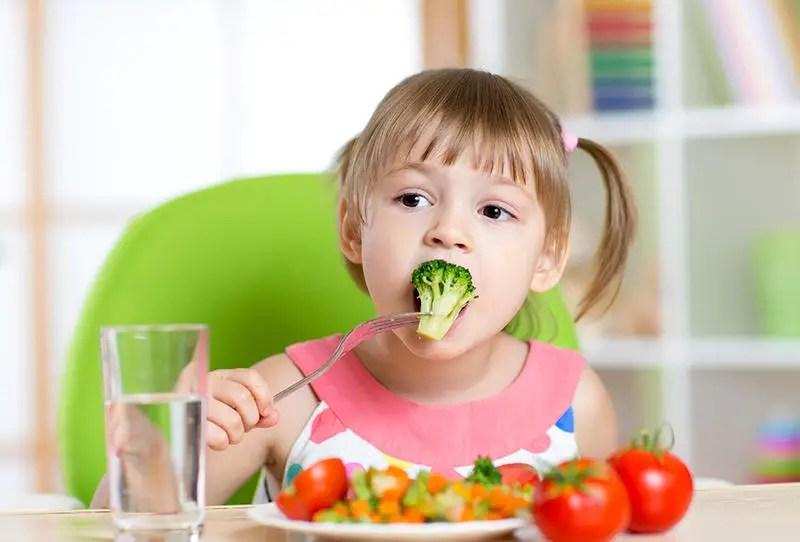 التغذية الصحية للأطفال في مختلف مراحل نموهم