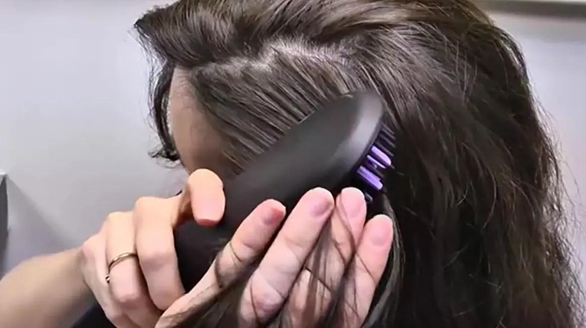 فرد الشعر المجعد أثناء الحمل