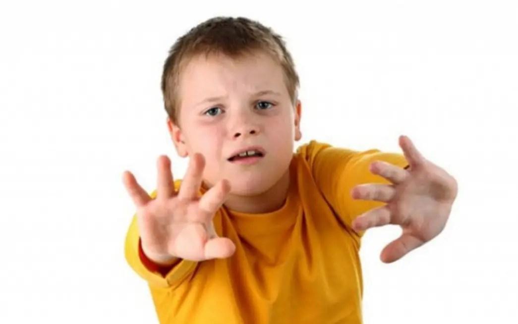 كيف اجعل الطفل يدافع عن نفسه دون جعله عدوانيًا وفظًا مع الجميع (4)