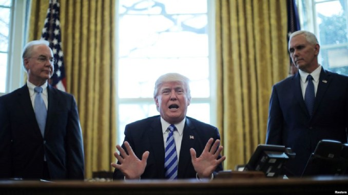 Donald Trump in white house office