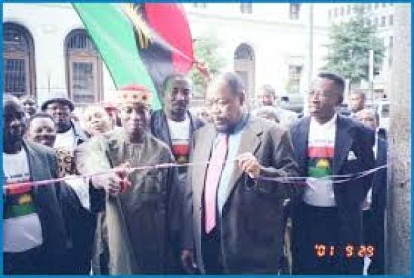 Chukwuemeka Odumegwu Ojukwu at the commissioning of Biafra House