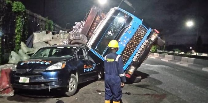 Truck crushes vehicle in Lagos leaving 5 persons with serious injuries