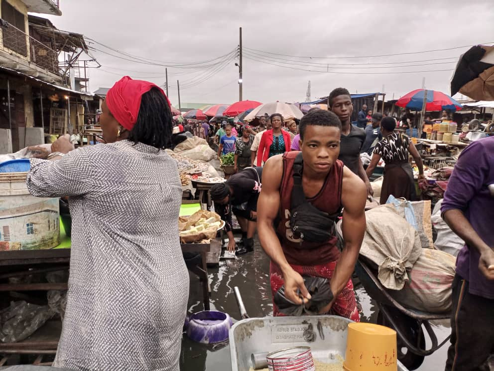 IMO TRADERS DECRY STATE OF EKEONUNWA MARKET IN OWERRI AS RAINING SEASON SETS IN (IMAGES BY - 9NEWS NIGERIA)