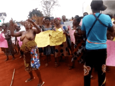 Umueri Women Protest Half-Naked Against Willie Obiano's Land Grabbing Policy For Anambra Airport