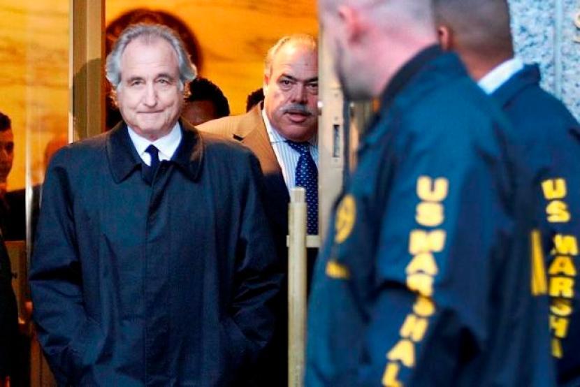 American Billion Dollar Investment Ponzi Schemer, Bernie Madoff dies in prison at 82