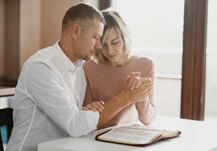 Husband and wife praying : God listens to men who stay
