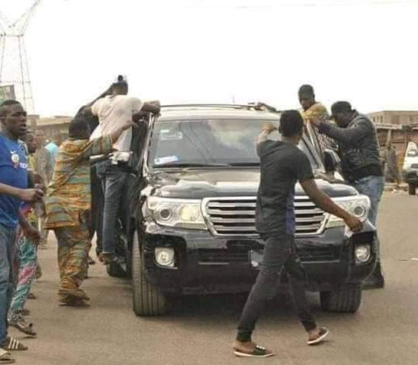 LAGOS- Joe Igbokwe escapes attack, as some angry Igbo youths in Lagos go after him