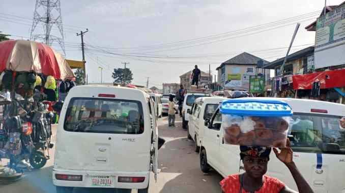 The continued street trading and vehicular blockade along Douglas, Mbaise and Ama- JK road - images