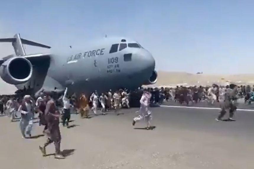 Chaotic scenes at Kabul airport