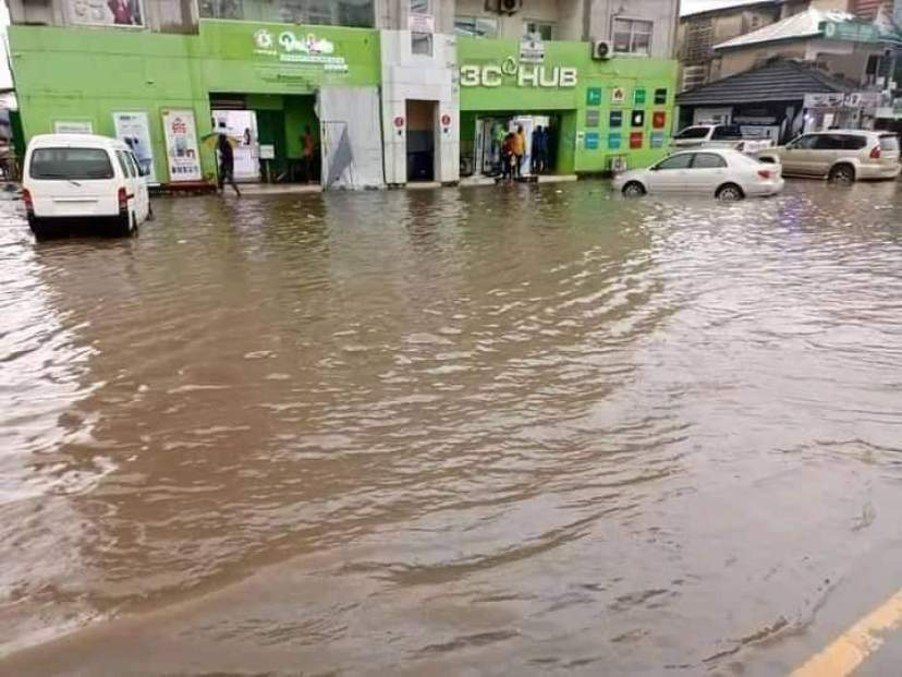 STATE OF IMO ROADS- GOVERNOR UZODINMA IS NOT THE CAUSE OF FLOODING IN OWERRI (Photos by 9News Nigeria correspondent, Owerri)