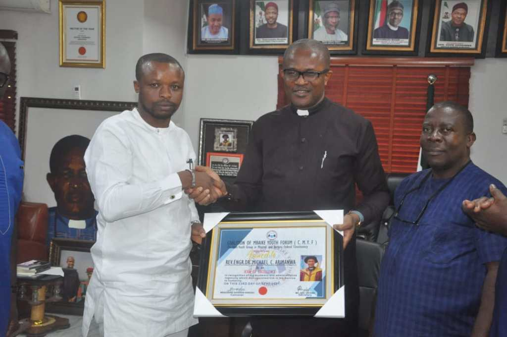 Mbaike Born FEDPONEK Rector, Rev. Arimanwa honoured by Coalition Of Mbaike Youth Forum