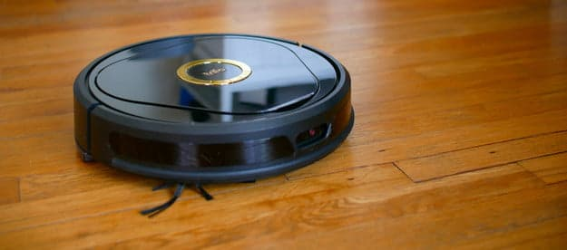 Self-cleaning robot mop