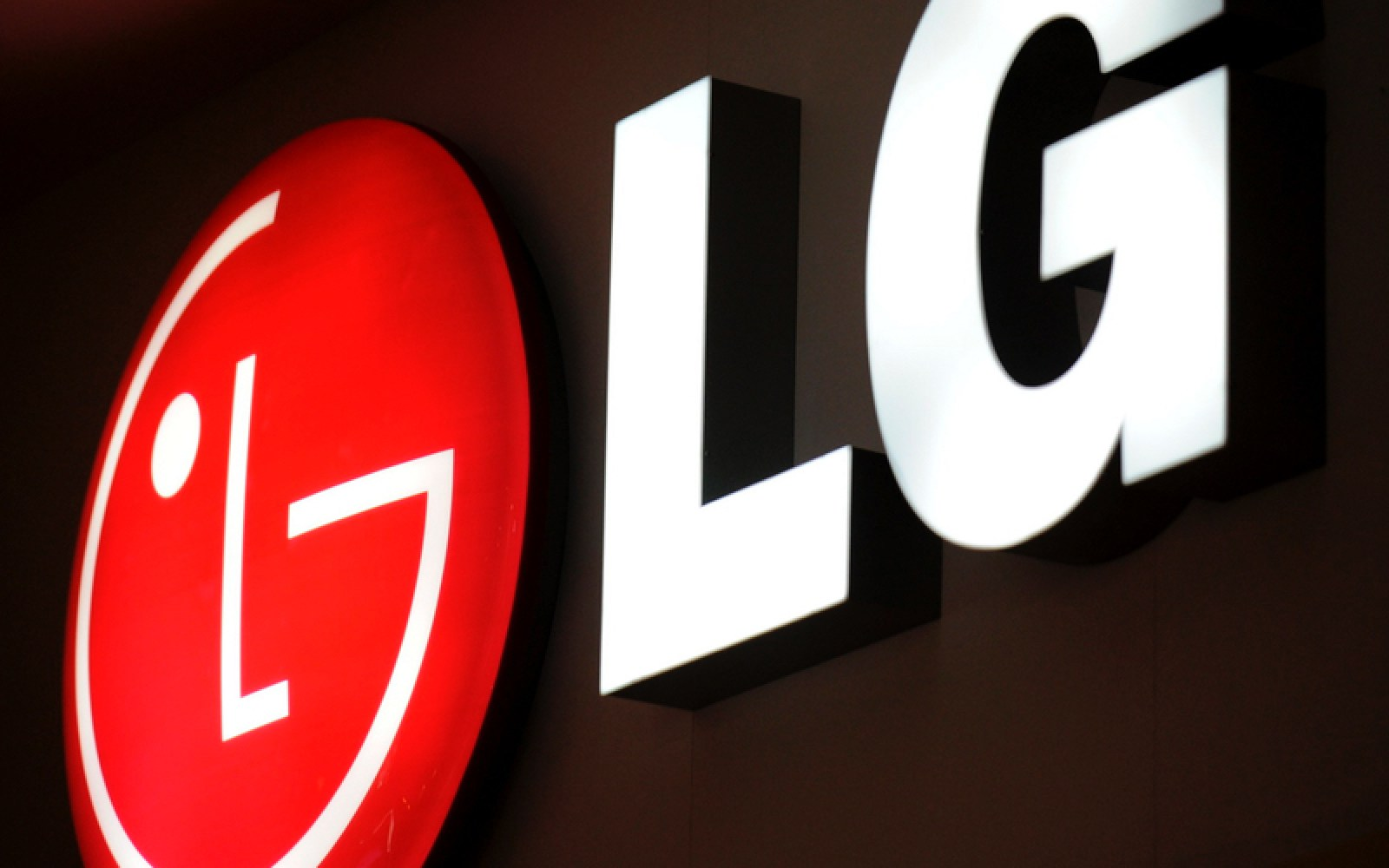LG plans to launch two flagship phones in 2016 following 4th quarter mobile loss