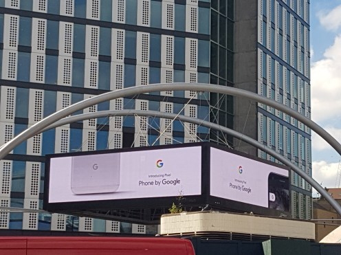 This is Old Street, where this massive four-faced billboard only shows Google-related stuff. As of now, the four screens are entirely dedicated to the Pixel.