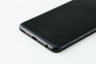 p10-black_back-charging-port