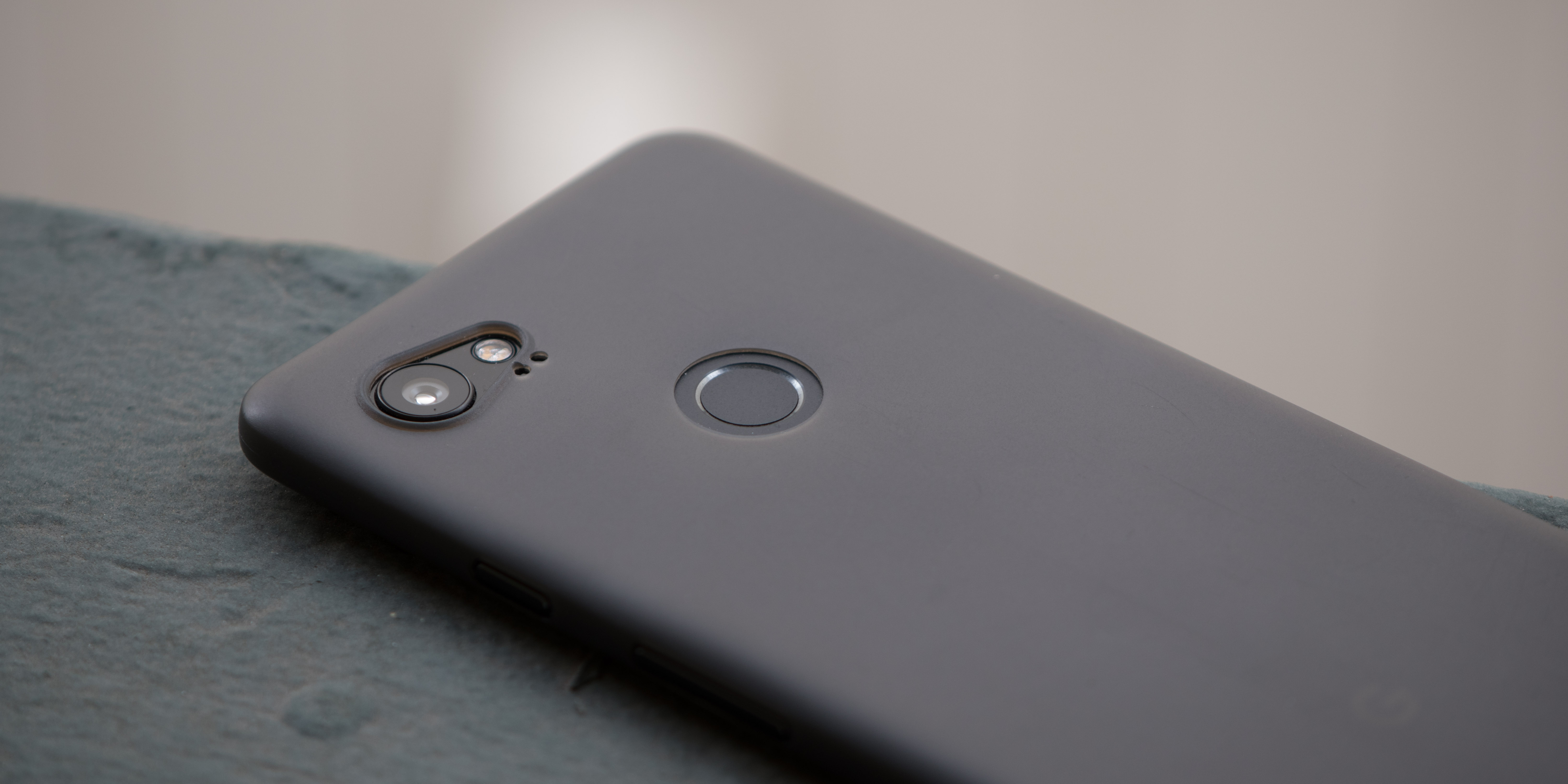 low priced e882b a0f6a Review: Peel's Google Pixel 2 case sold me on super-thin cases ...