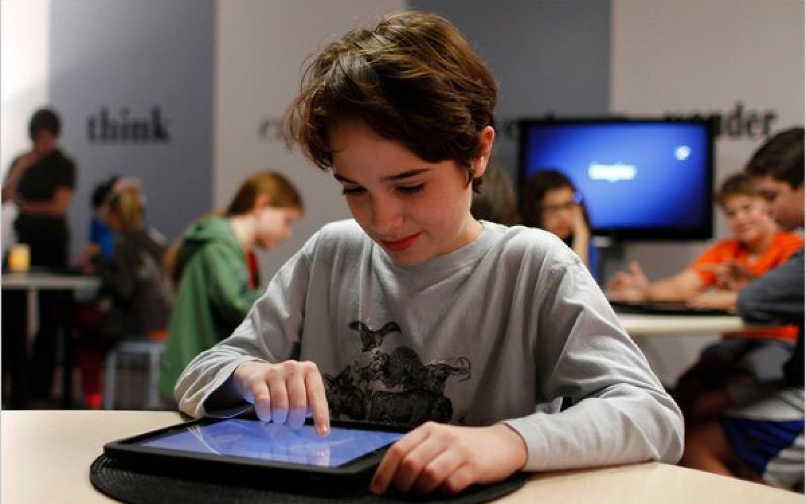 Rollout of iPads to all LA district school students may be delayed after kids bypass restrictions