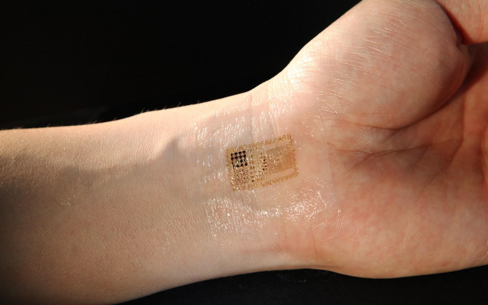 Apple continues hiring raid on medical sensor field as it develops eye scanning technology