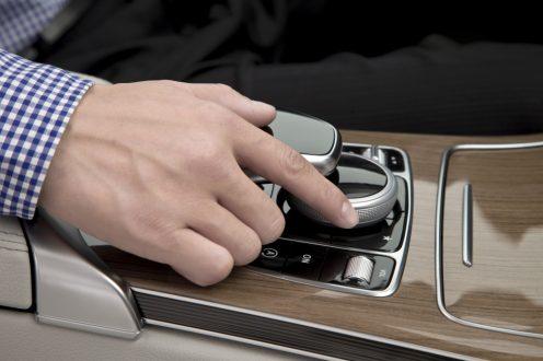 CarPlay-Benz-01