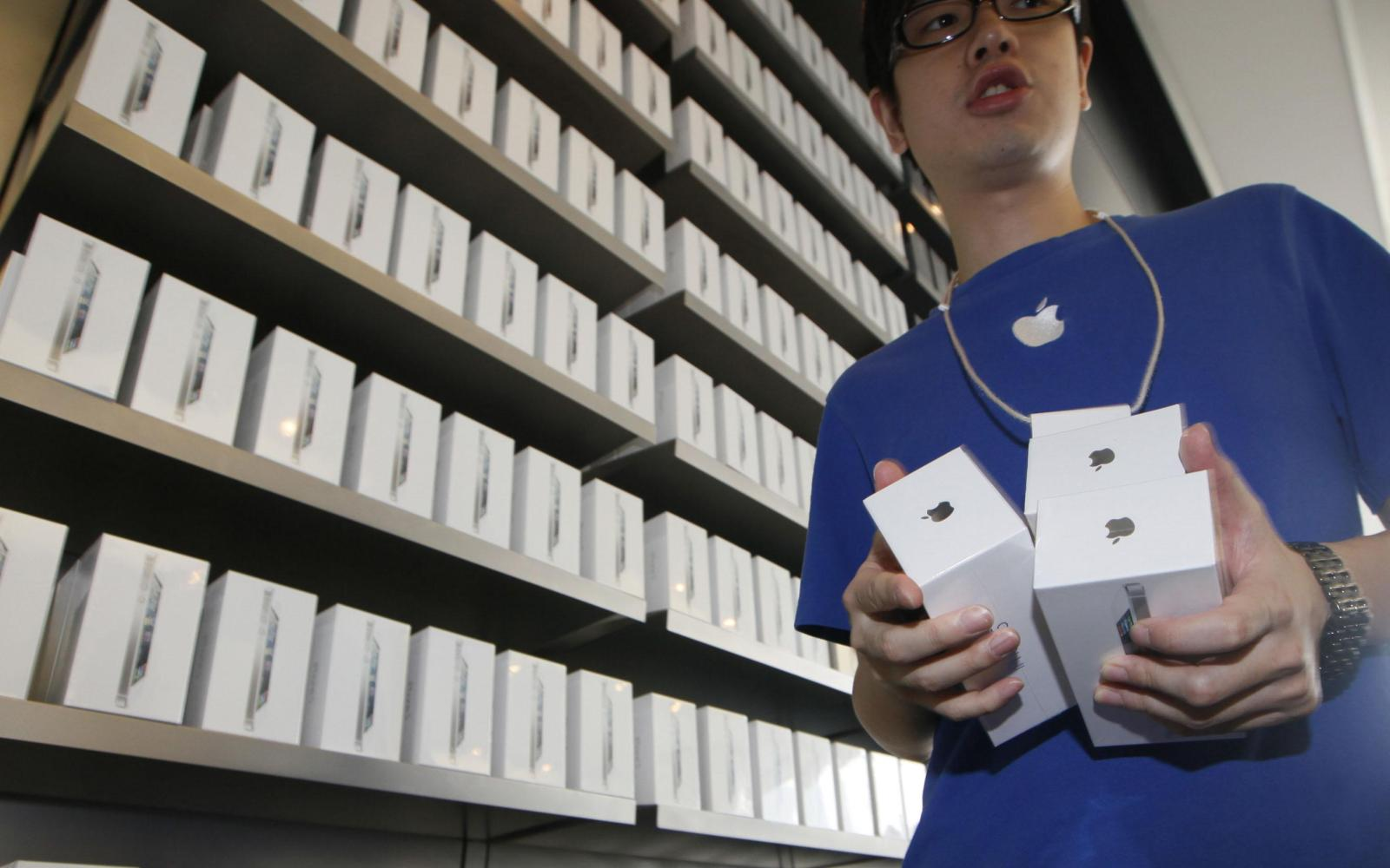 Apple finds some iPhone 5 units have battery problems, opens replacement program