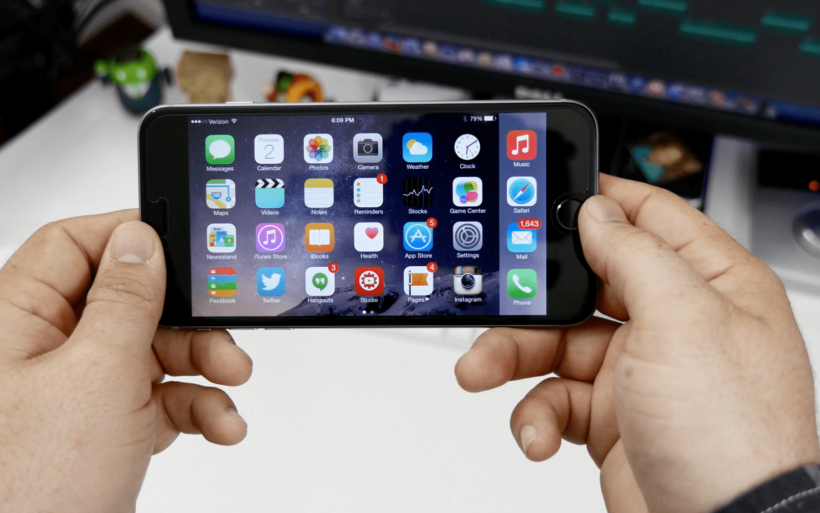 United Airlines buys iPhone 6 Plus for all its flight attendants to handle payments, manuals & more