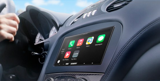 V141003 iLX-007_AppleCarPlay-Dash-1