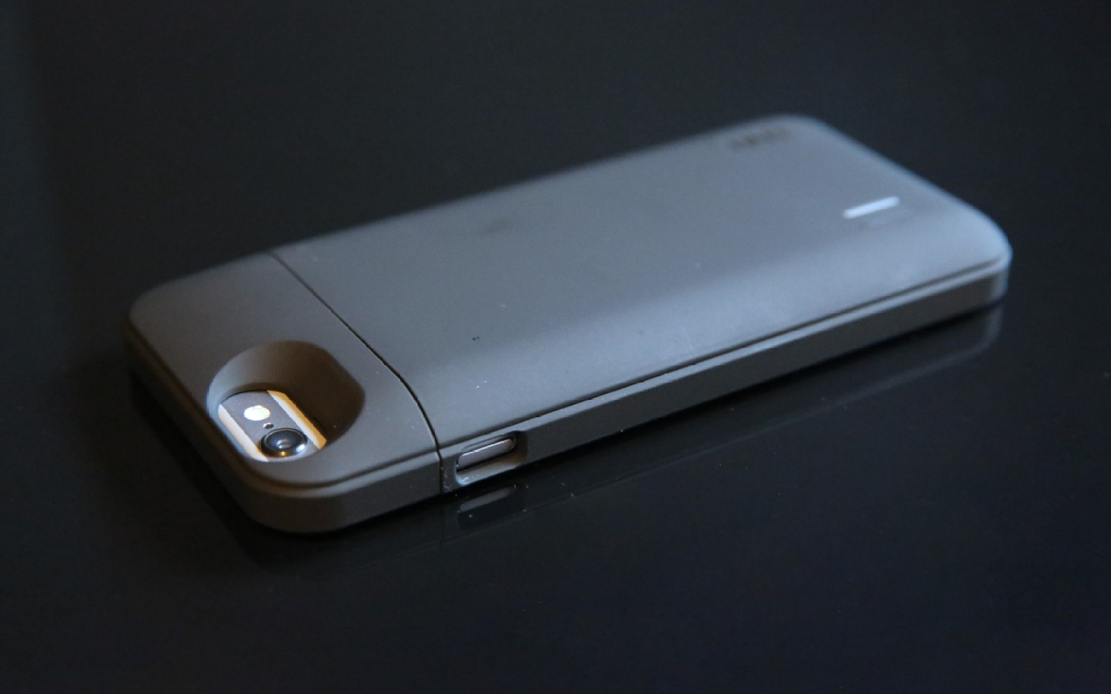 Review: uNu's DX-6 battery case more than doubles the iPhone 6's power, with Apple certification (Video)