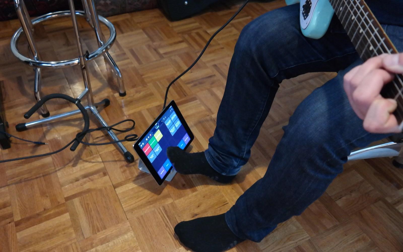 The Logic Pros: Turning iPad into a virtual pedalboard using Logic Remote