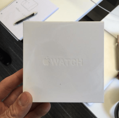 Even replacement Apple Watches come in nice boxes, no straps