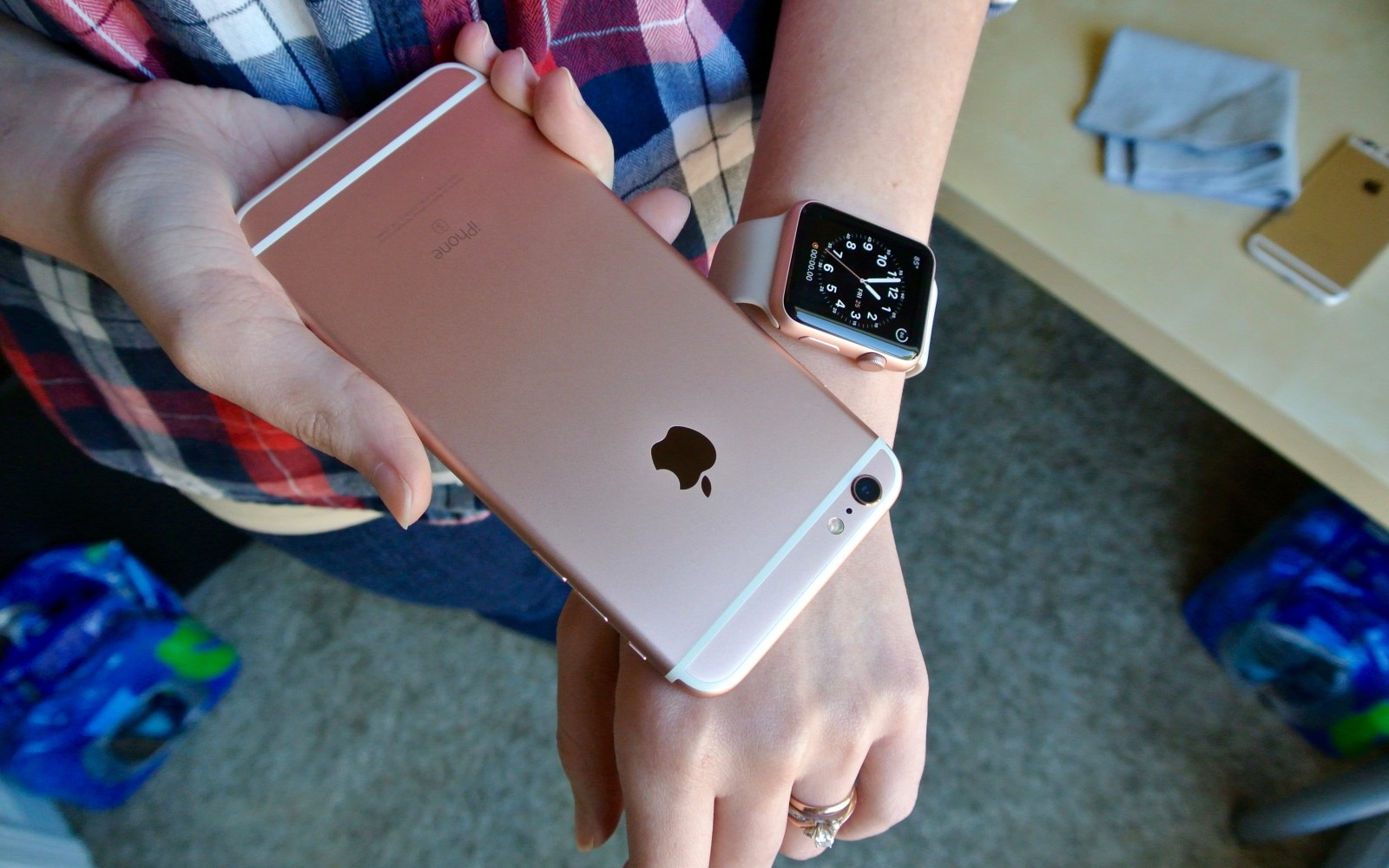 Select Apple Stores offering $50 discount on iPhone + Apple Watch purchases, but may not be best deal