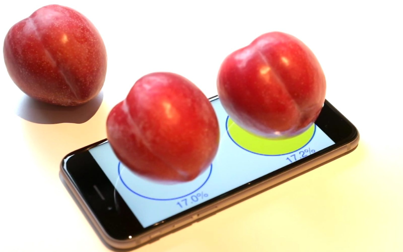 Video demonstrates using 3D touch screen iPhone 6s to weigh objects, opens up new use cases